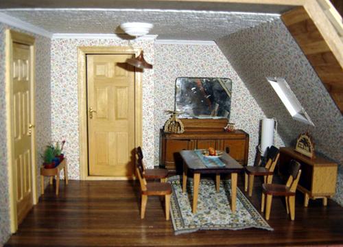 Gestreifte Tapete Im Flur : Das St?bchen im Dach. Tapete von Mini Graphics, die M?bel sind im 50
